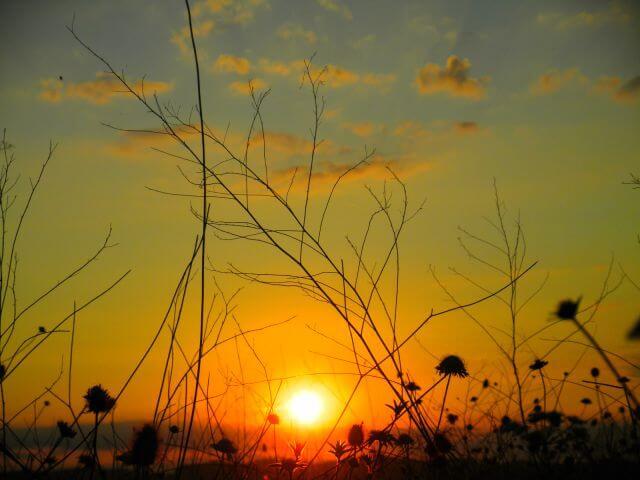 paisaje al amanecer donde dejar ir una plegaria personal