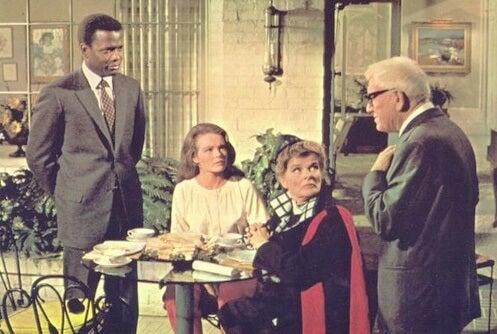 Adivina quien viene a cenar, película de Kramer simbolizando cuando la familia afecta a la relación de pareja