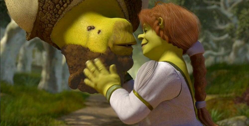 Shrek y Fiona besándose