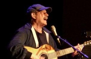 Silvio Rodríguez cantando