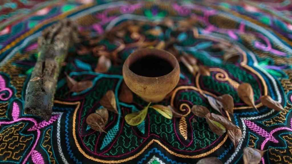 ayahuasca sobre mantel
