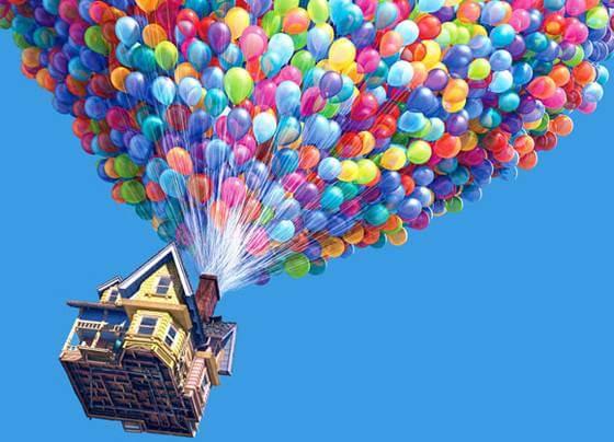 Casa volando con globos