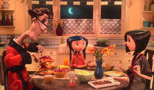 Coraline comiendo