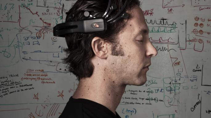 David Eagleman con dispositivo