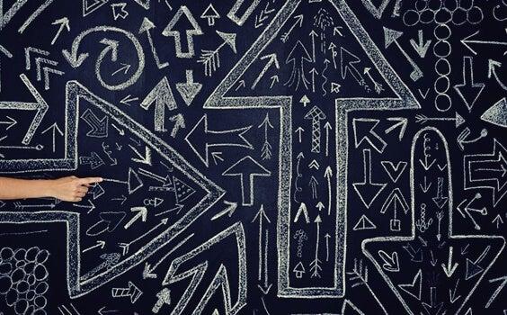 flechas en distintas direcciones simbolizando la teoría del caos