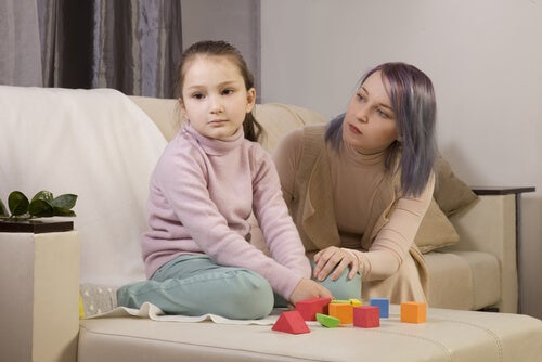 Madre con hija autista