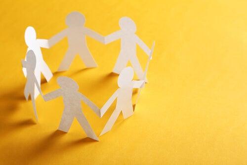 Psicología comunitaria: orígenes, características y fundamentos teóricos