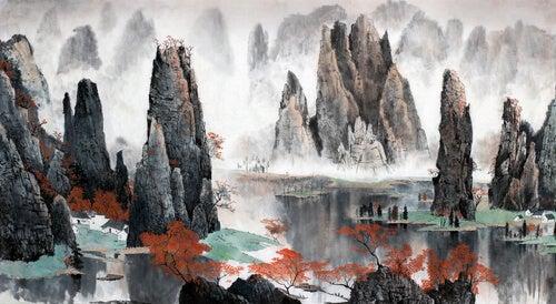 Montañas entre un río