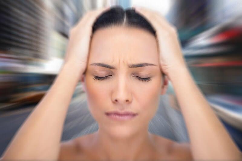 mujer representando que la la ansiedad provoca mareos