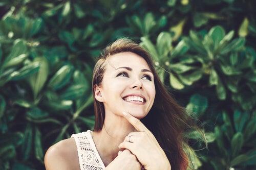 Mujer con ilusiones feliz
