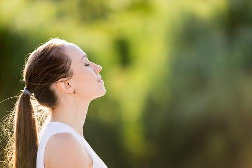 Mujer respirando