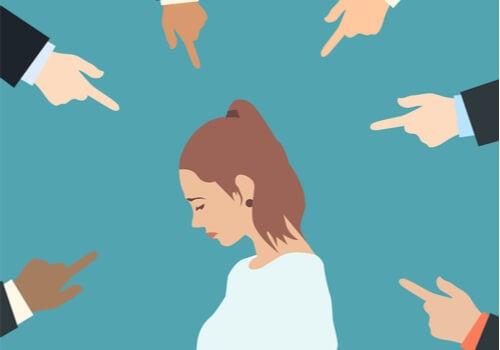 8 estrategias para esquivar la tentación de juzgar a los demás