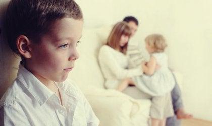 ¿Cómo evitar los celos cuando llega un nuevo hermano?