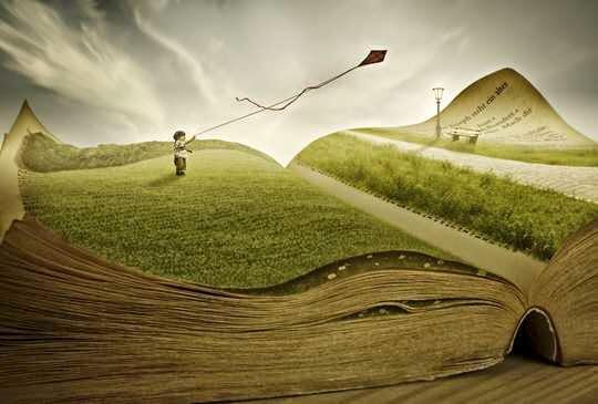 niño sobre un libro simbolizando la terapia metafórica