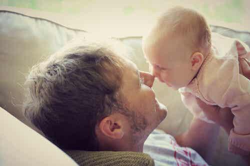 La comunicación de los bebés con los adultos