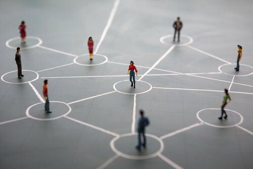 Personas conectadas representando la inteligencia entre personas