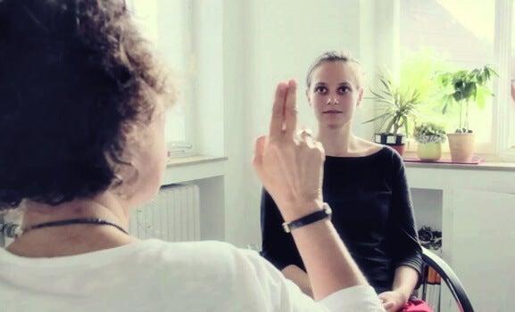 mujer en terapia EMDR