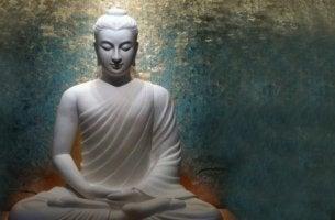 estatua simbolizando cómo el budismo para enfrentar el caos