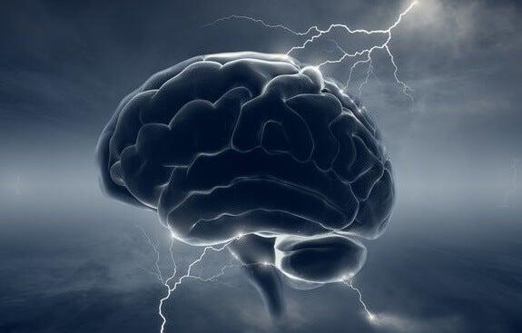 cerebro con rayos simbolizando los mecanismos psicológicos que permiten a las personas herir a otras