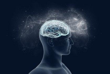 Cerebro iluminando la mente de una persona