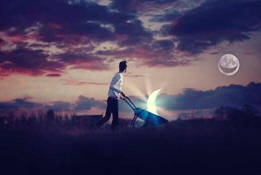 chico con la sonrisa de la luna simbolizando esos momentos cuando nadie cree en ti