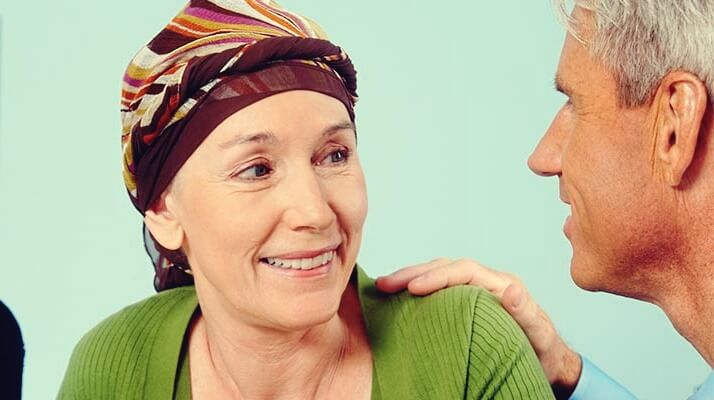 paciente de cáncer con su médico en el área de psicooncología