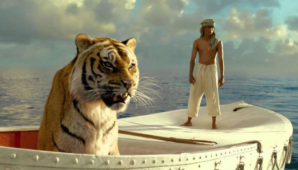 Pi con un tigre en una barca