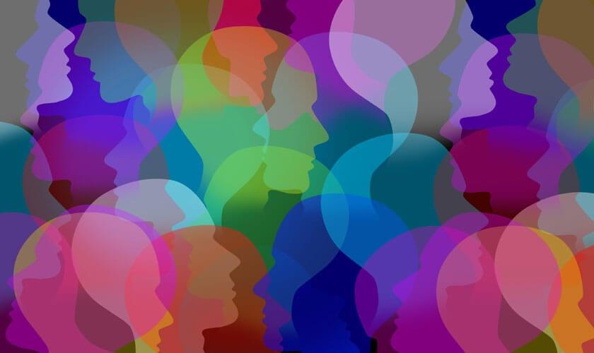 rostros de colores simbolizando las Inteligencias múltiples en el aula