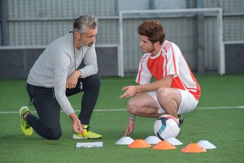 Entrenador con jugador