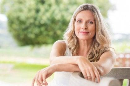 Me siento vieja: el eclipse de la juventud en la mujer