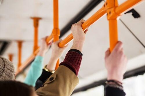 Personas en el autobús