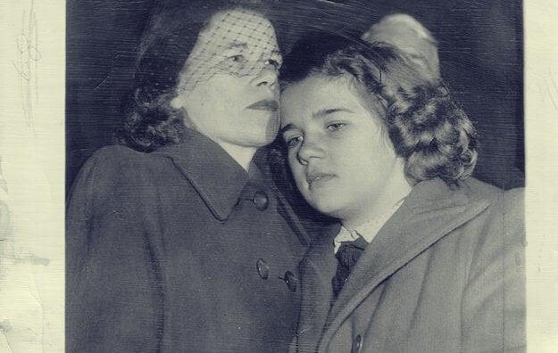Sally con su madre, historia que inspiró el libro lolita