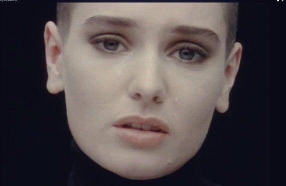 Sinead O´connor representando por qué nos gusta la música triste