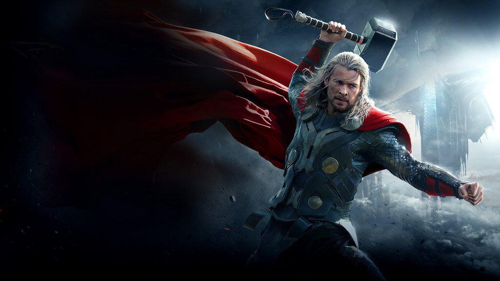 Thor con su martillo