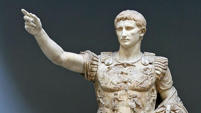 Estatua del emperador romano Cesar Augusto