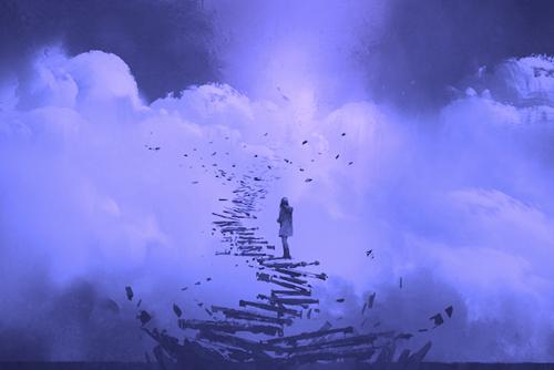chica en escalera simbolizando que la la felicidad es un estado mental
