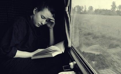 Leer mientras viajamos ¿qué beneficios tiene?