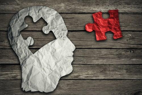 Dibujo de la cabeza de una persona con una pieza de puzzle