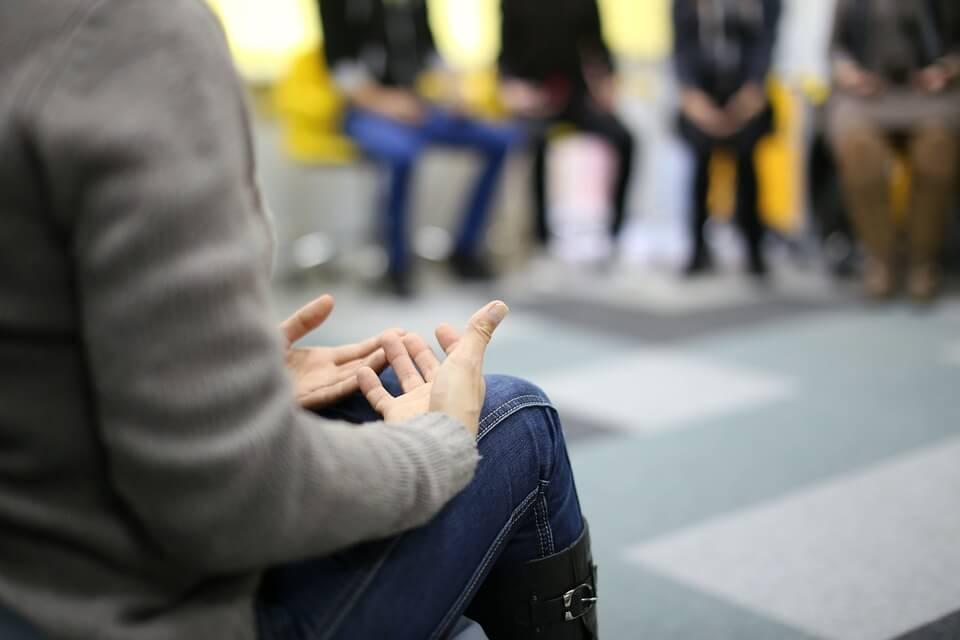 Terapia de un grupo abusivo