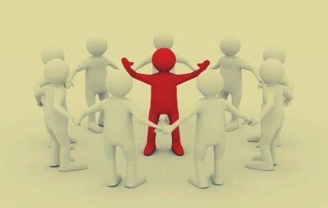 grupo de figuras simbolizando cómo liderar grupos y equipos