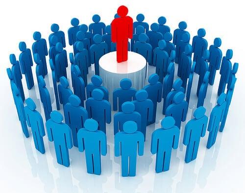 lider en rojo representando por qué saber delegar responsabilidades es importante