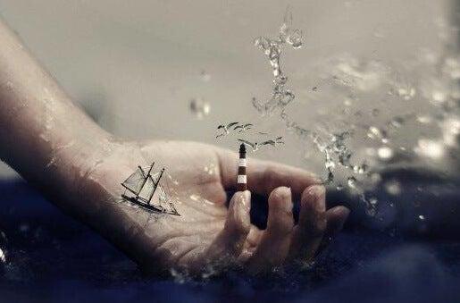 mano con barco simbolizando el péndulo emocional