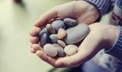 Emociones aflictivas: el peso que frena nuestra felicidad