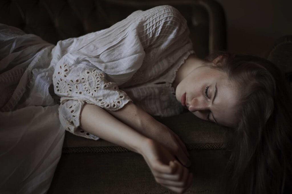 Mujer triste por desengaño amoroso