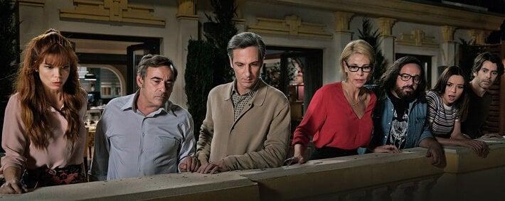 Personajes de Perfectos desconocidos en el balcón