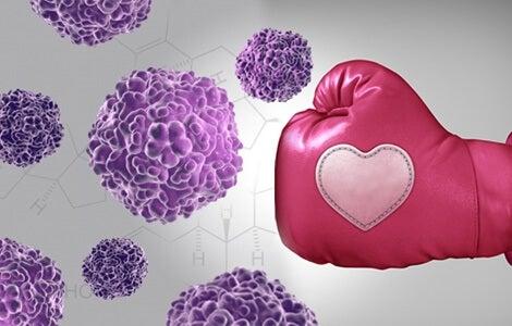 puño de boxeo venciendo el cáncer de mama