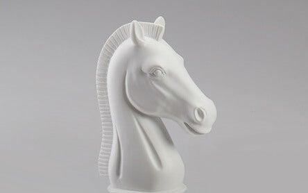 """caballo blanco simbolizando a las personas con la necesidad de """"arreglar"""" a los demás"""