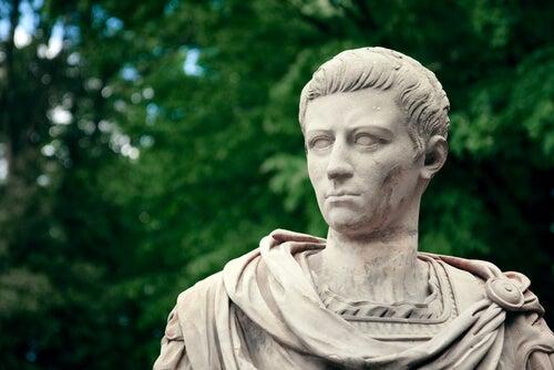 Calígula: biografía del emperador romano con personalidad psicopática