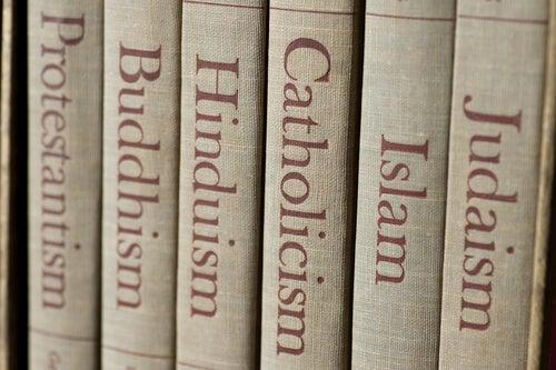 Libros de diferentes religiones
