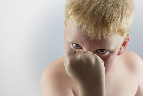Niño agresivo
